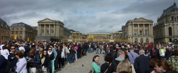 Crowds outside (and inside) Versailles are a pickpocket's delight.  But that's no excuse to miss out.