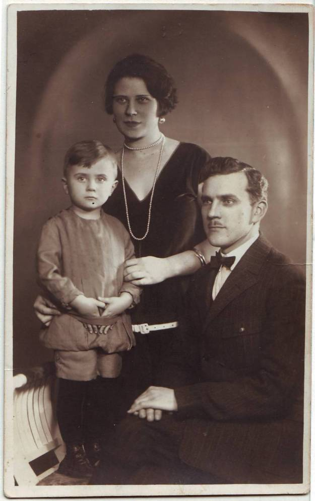 """Echoes from the mysterious """"old country"""": Dad & his family"""